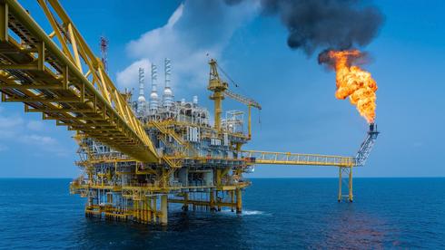 לראשונה מ-2014: הנפט האמריקאי מעל ל-85 דולר לחבית