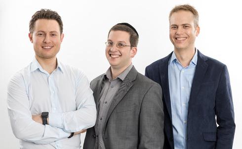 מימין: מיכה בריקסטון, ראסל לוי ורועי רענני, מייסדי Chorus.ai, צילום: Chorus.ai
