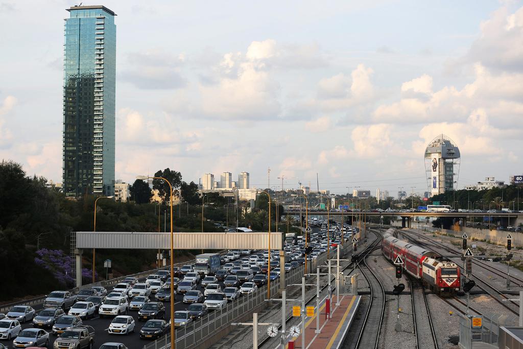 נתיבי איילון פקק פקקים רכבת תל אביב