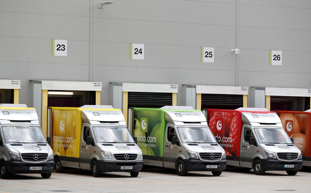 משאיות סחורה ו משלוחים של חברת אוקדו סופרמרקט מקוון