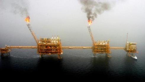 אסדות קידוח נפט במפרץ הפרסי, צילום: רויטרס