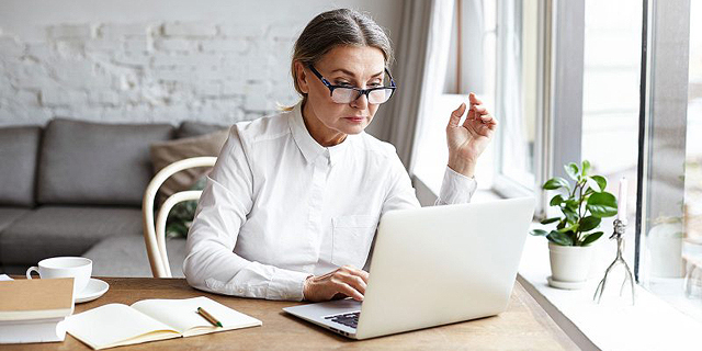 חיפוש עבודה אחרי גיל 50 עובדת מבוגרת קורות חיים ראיון עבודה