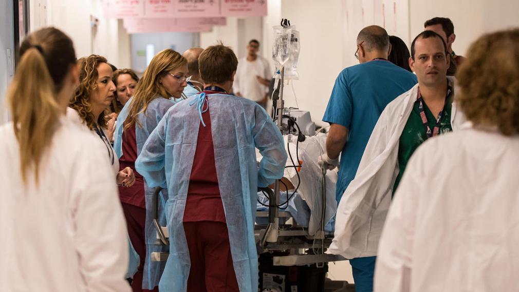 עובדי מערכת הבריאות הפכו לשיאני השכר במגזר הציבורי