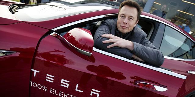 """אלון מאסק מייסד מנכ""""ל טסלה מכונית חשמלית"""