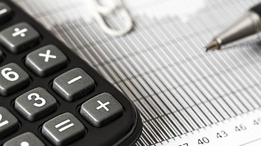 בקשה לתביעה נגזרת: הפניקס משווקת פוליסות מבטיחות תשואה שנאסרו לשיווק
