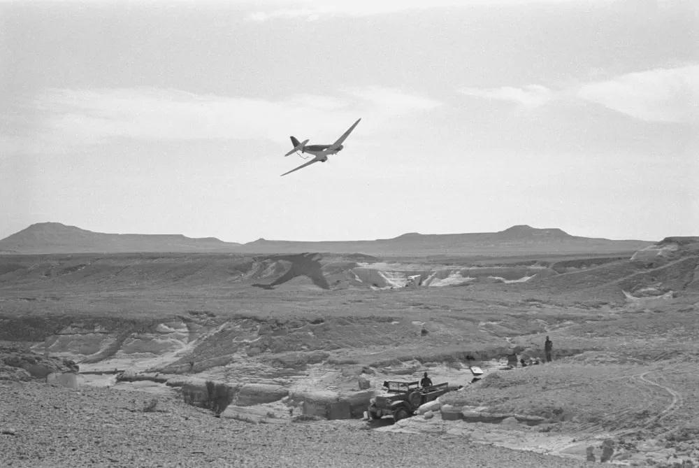 הקברניט דקוטה DC3 C47 מטוס נוסעים 8