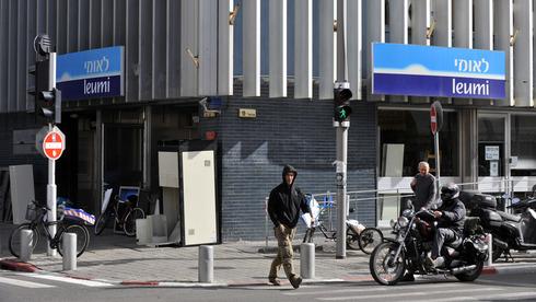 הסניף המרכזי בתל אביב של בנק לאומי, צילום: בלומברג