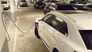 עמדת טעינה ל רכב חשמלי, צילום: עמית שעל