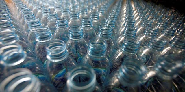 בקבוקי פלסטיק בקבוקים