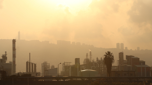 זיהום אוויר במפרץ חיפה, צילום: אלעד גרשגורן