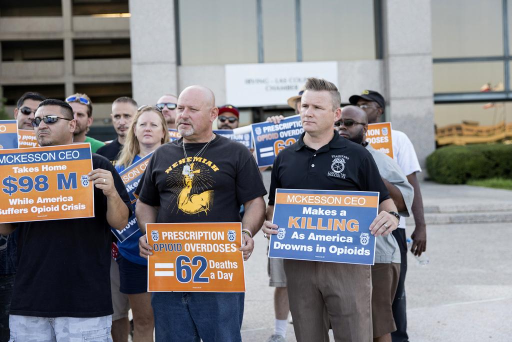 """הפגנה נגד יצרניות אופיואידים ב ארה""""ב"""