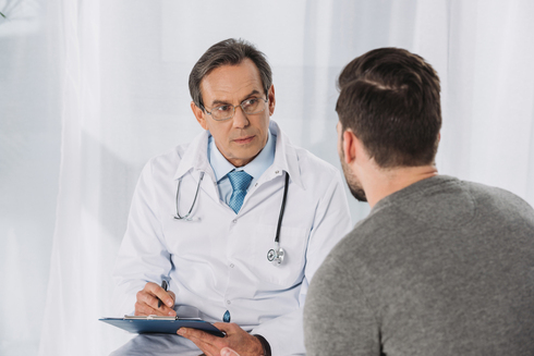 רופא מומחה , צילום: שאטרסטוק