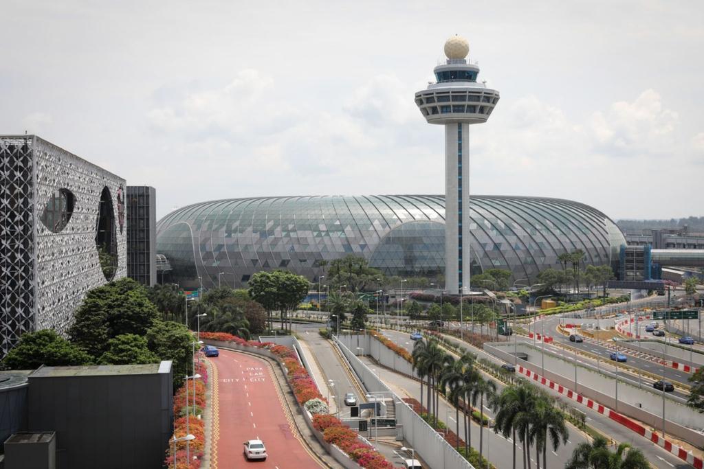 שדה תעופה צ'אני צ'אנגי איסור כניסה לשערי היציאה