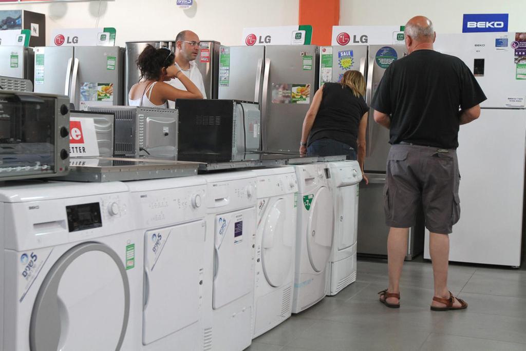 ישראלים קונים מוצרי חשמל