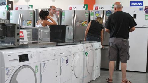 ישראלים קונים מוצרי חשמל. האם מחירי החשמל יירדו?, צילום: אריאל בשור