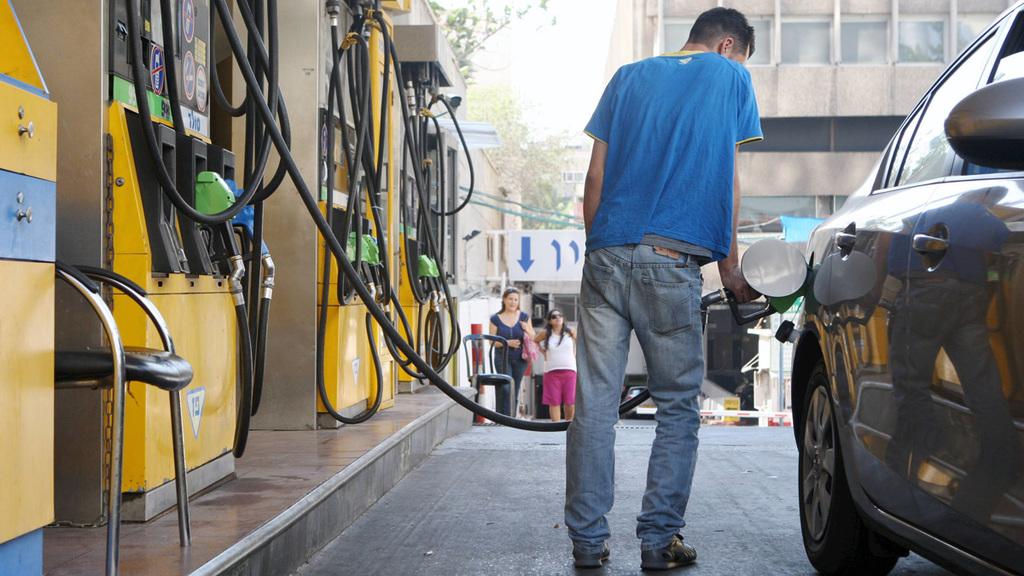 תדלוק דלק בנזין תחנת דלק