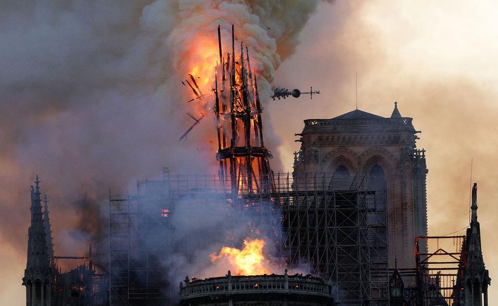 פוטו תמונות השנה 2019  נוטרדאם נשרפת פריז