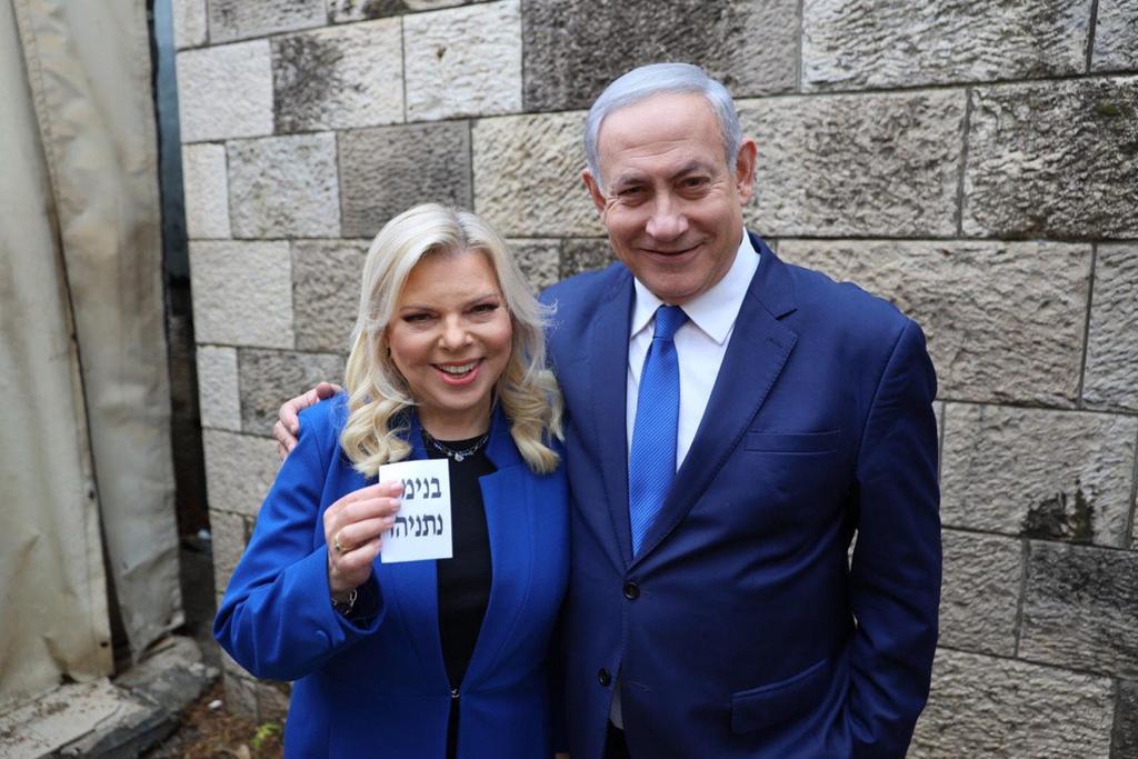 בנימין נתניהו ו שרה נתניהו מצביעים ל פריימריס לרשות מפלגת הליכוד 26.12.19
