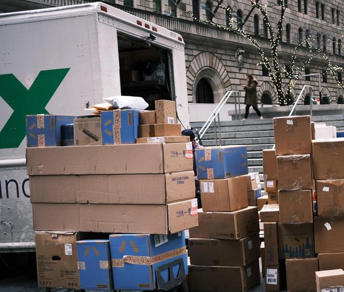 משאית של פדקס ב ניו יורק FedEx