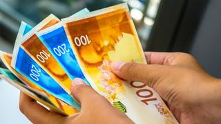משיכת כסף ללא מס (אילוסטרציה), צילום: שאטרסטוק