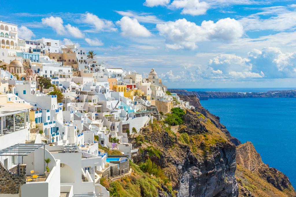 יוון מתכננת להתיר כניסת תיירים ב-14 במאי