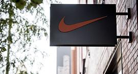 לוגו נייקי נייק חנות שיקגו