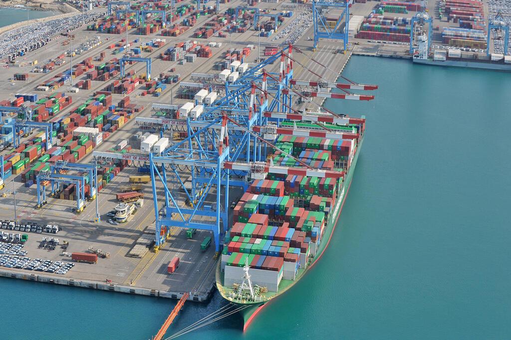 ספינה עוגנת ב נמל אשדוד צילום רחפן