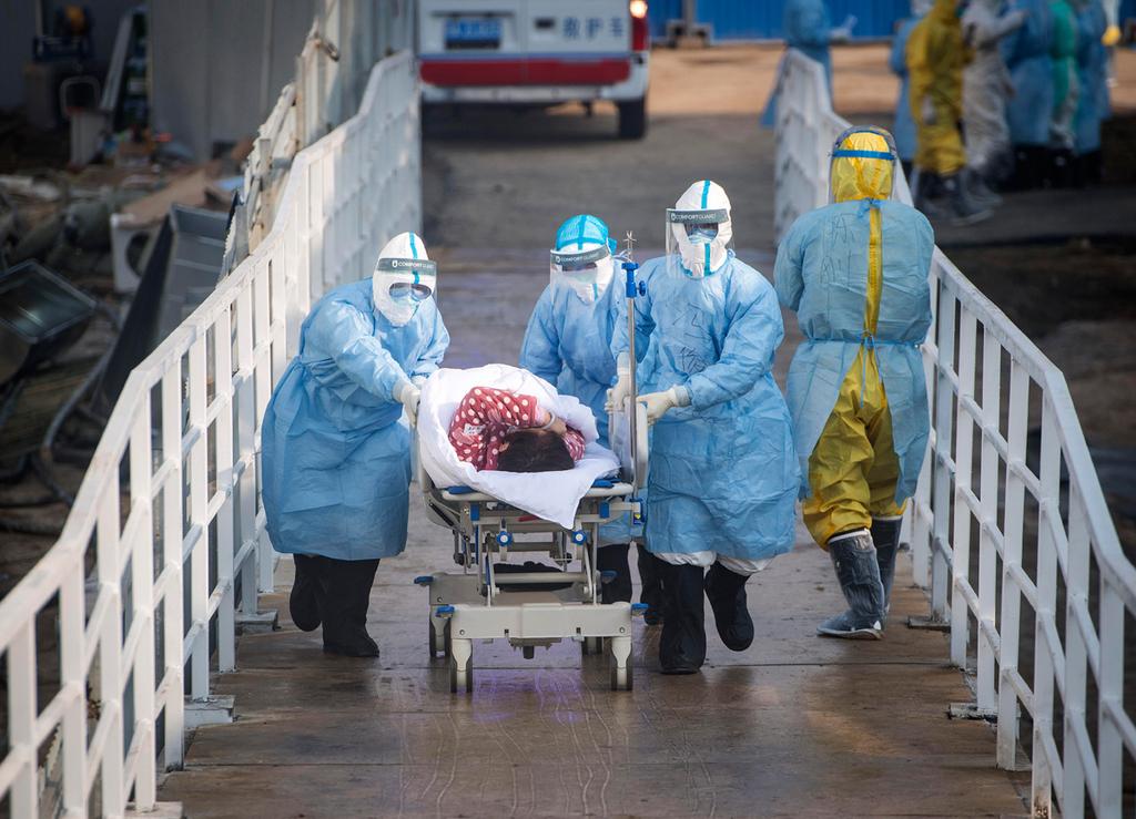 קורונה חולה מובלת לבית החולים החדש ב ווהאן סין 4.2.20