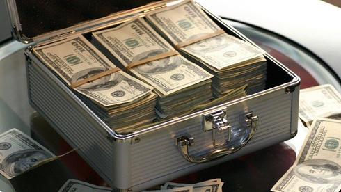 מיהרה לבזבז, סירבה להחזיר: על מיליון הדולר שנכנסו בטעות לחשבון של אישה מלואיזיאנה