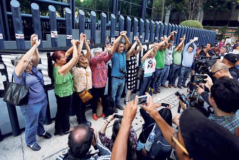 אקטיביסטים ועיתונאים מקסיקניים מפגינים נגד NSO. ינואר 2020, צילום: רויטרס
