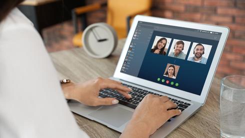 האם פגישות וידאו מנציחות פערים מגדריים במקום העבודה