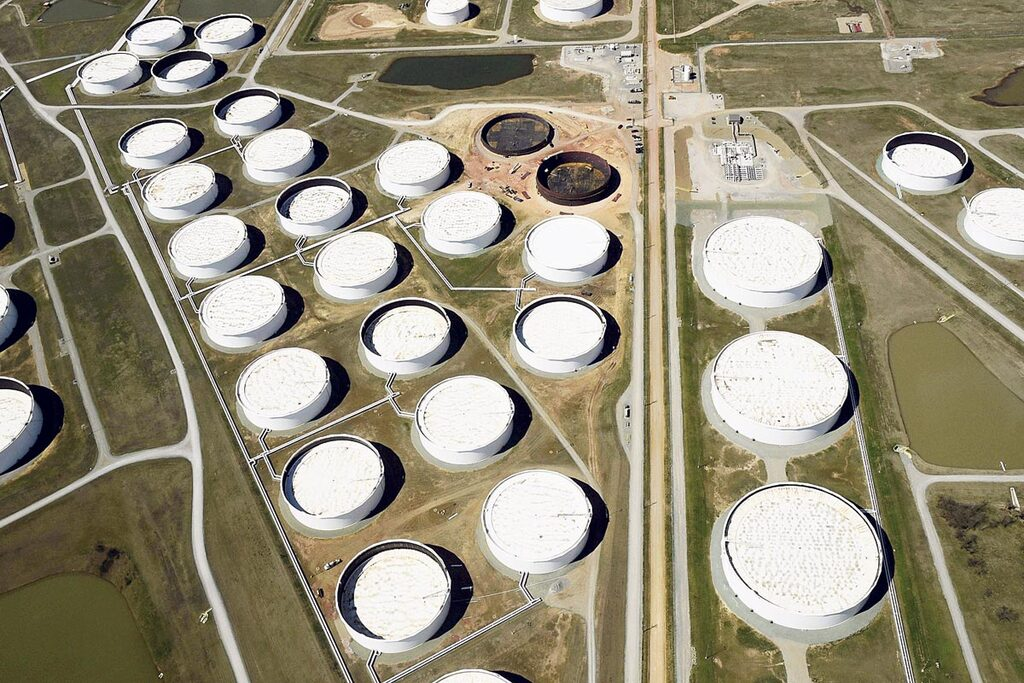מיכלי נפט מלאים קושינג אוקלהומה