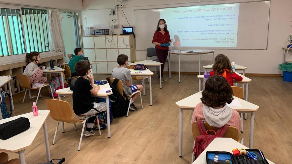 חזרה ללימודים בית ספר יסודי כיתה קורונה תל אביב