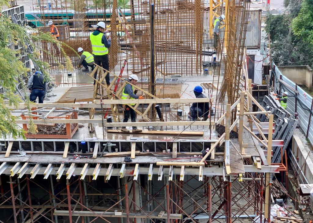 "בנייה פועלים פועלי בניין נדל""ן"