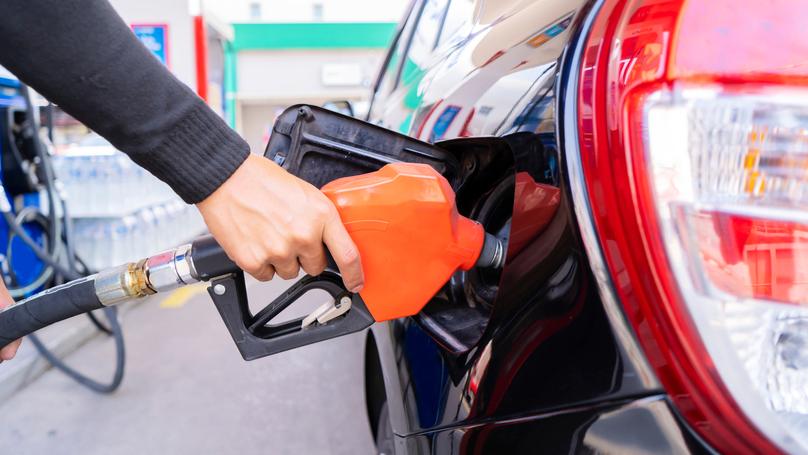 """מחיר הדלק יעלה במוצ""""ש ב-2 אגורות - ל-6.06 שקלים לליטר"""