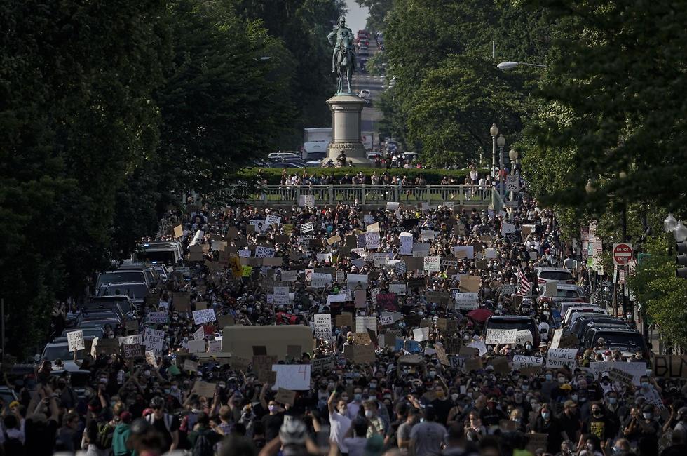 """הפגנות ענק ב ארה""""ב מחאה על מותו של העצור השחור ג'ורג' פלויד 3"""