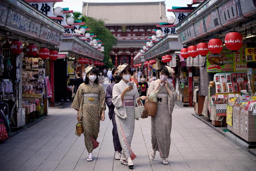 תיירות באזור הקניות של רובע אסקוסה טוקיו יפן קורונה