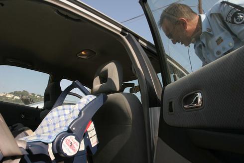 ילד נשכח באוטו (ארכיון) , צילום: עמית מגל