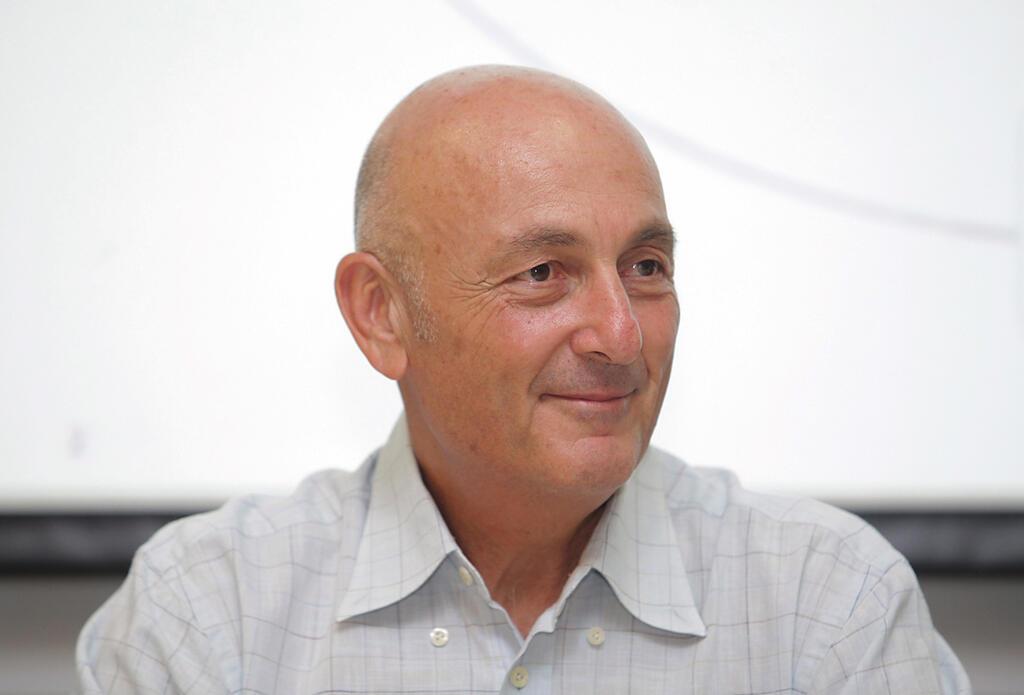 יעקב לוקסנבורג בעל השליטה ב חברת לפידות
