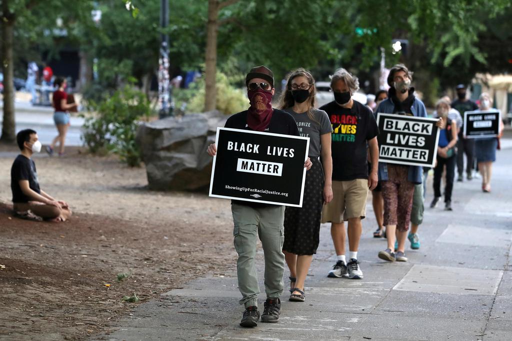 """מחאה ב ארה""""ב נגד הגזענות אלימות נגד שחורים Black Lives Matter חיי שחורים חשובים"""