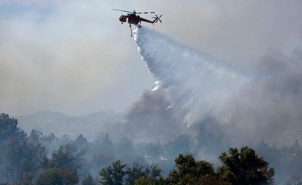 פוטו שריפות קליפורניה מסוק כיבוי