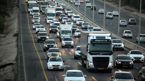 עומס תנועה בכביש 2, צילום: יריב כץ