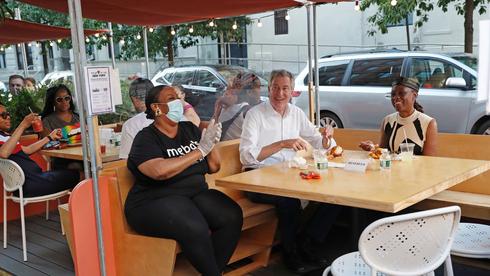 חוזרים לאכול במסעדות בניו יורק , צילום: איי פי