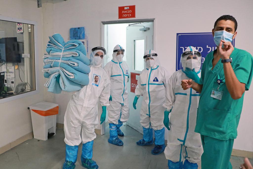 צוותי קורונה חניון בית החולים שיבא