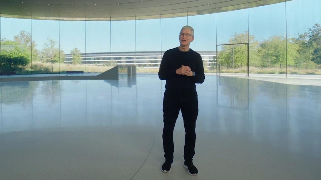 """טים קוק מנכ""""ל אפל אירוע השקת אייפון 12"""