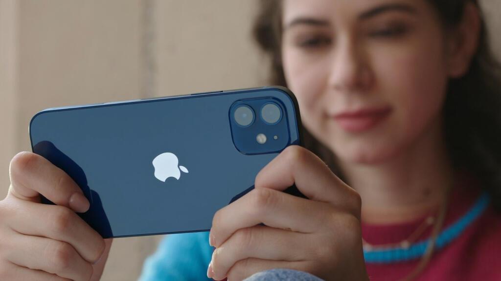 אפל משיקה אייפון 12 צילום