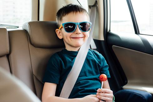 ילד ברכב , צילום: שאטרסטוק