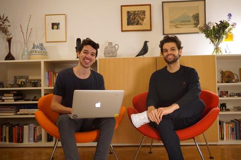 מימין: נדב וגדעון קיסון מייסדי חברת הפודקאסט Riverside.fm, צילום: Nadav Keyson
