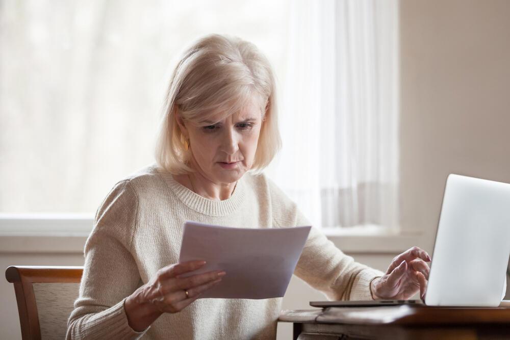 נשים אישה חיסכון פנסיה מחשבון מחשב אשת עסקים 1