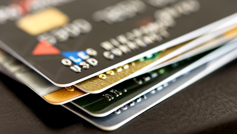 """שב""""א מקדמת: צמצום הכרטיסים בארנק בלי לוותר על ההטבות"""
